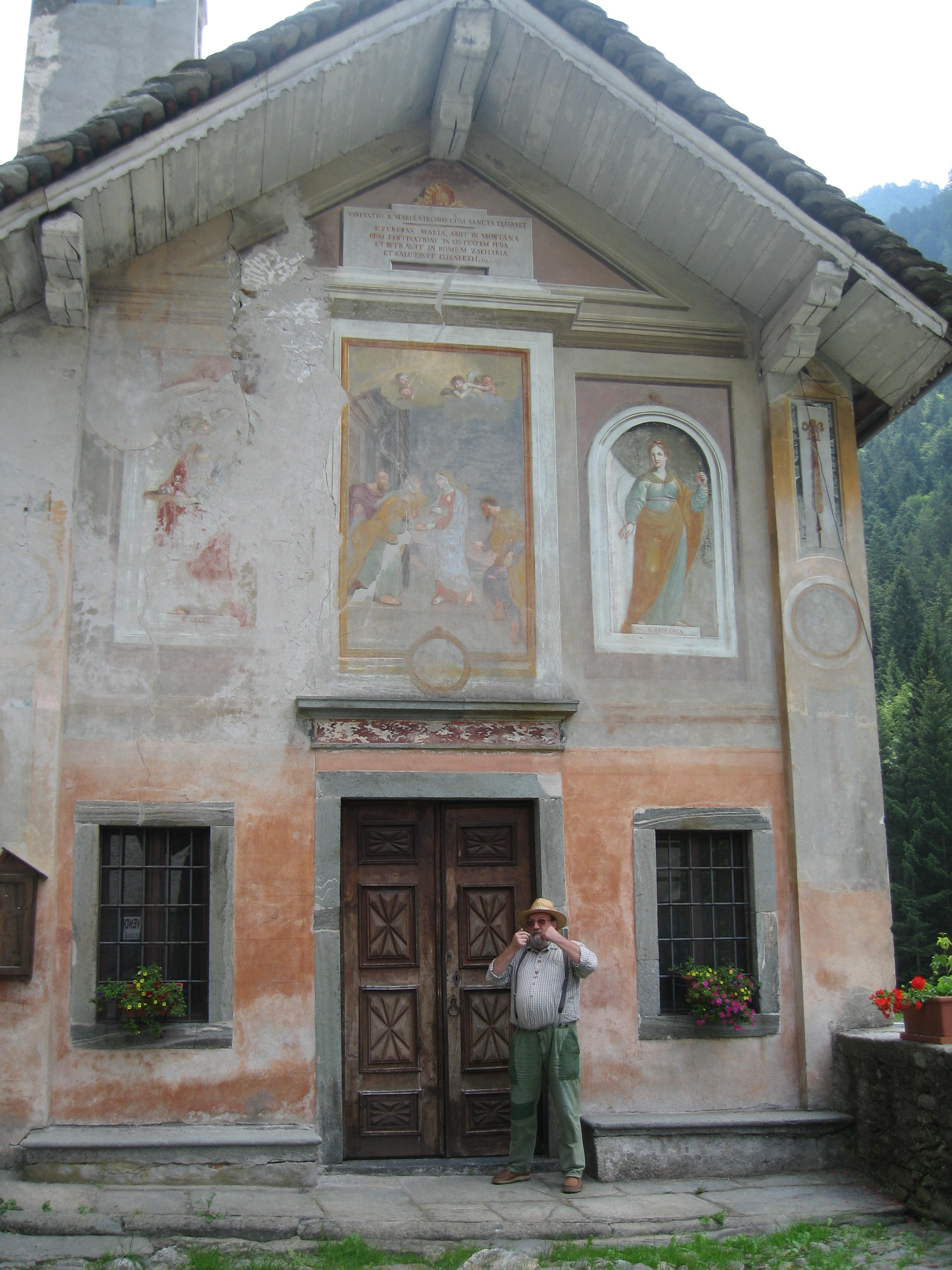 Jean-Mark Jacquier posing in front of the chapel at Boccorio in Valsesia, 2011. (Archives J.M. Jacquier).